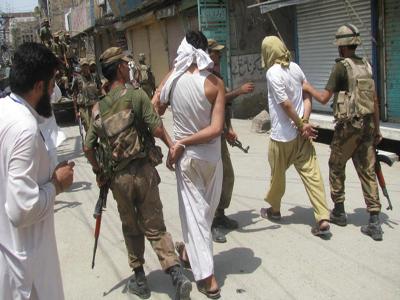 تصویر بازداشت بیش از 20عضو گروهک های تروریستی در پاکستان