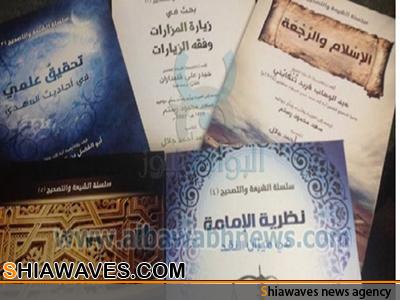 تصویر توزیع کتاب های رایگان ضد شیعه در مصر
