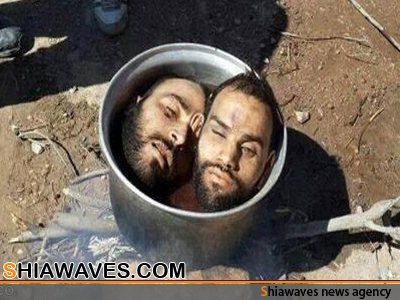 تصویر ذبح دو سرباز سوری، به دستور وهابی سعودی