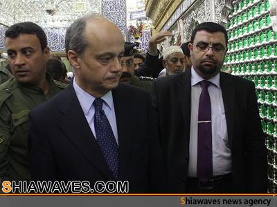 تصویر مشرف شدن سفير كشور اسپانيا در عراق به زيارت بارگاه مطهر علوى