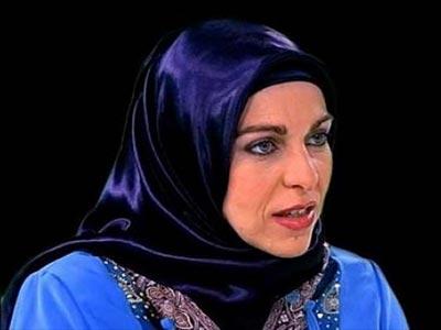 تصویر استقبال سازمان جهانی نفی خشونت، از نامزدی اولین زن محجبه در پارلمان اروپا