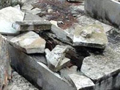 تصویر تخریب قبور مسلمانان در تونس به دست سلفی های تندرو