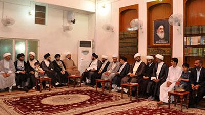 تصویر دیدار فعالان فرهنگی و مذهبی از بیت آیت الله العظمی شیرازی در کربلا