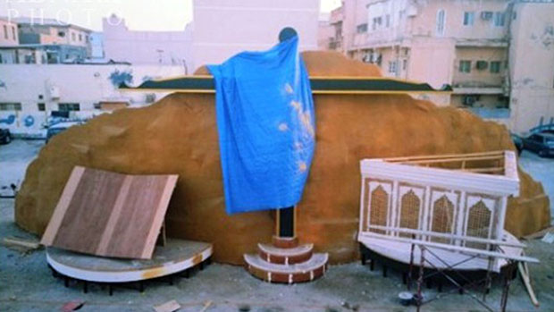 تصویر تخریب بنای یادبود عاشورا بدست نیروهای ال خلیفه