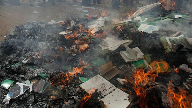 تصویر جشن کتاب سوزی داعش در دیالی