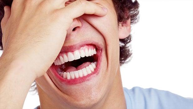 تصویر اهمیت خنده در سلامت جسمی و فکری