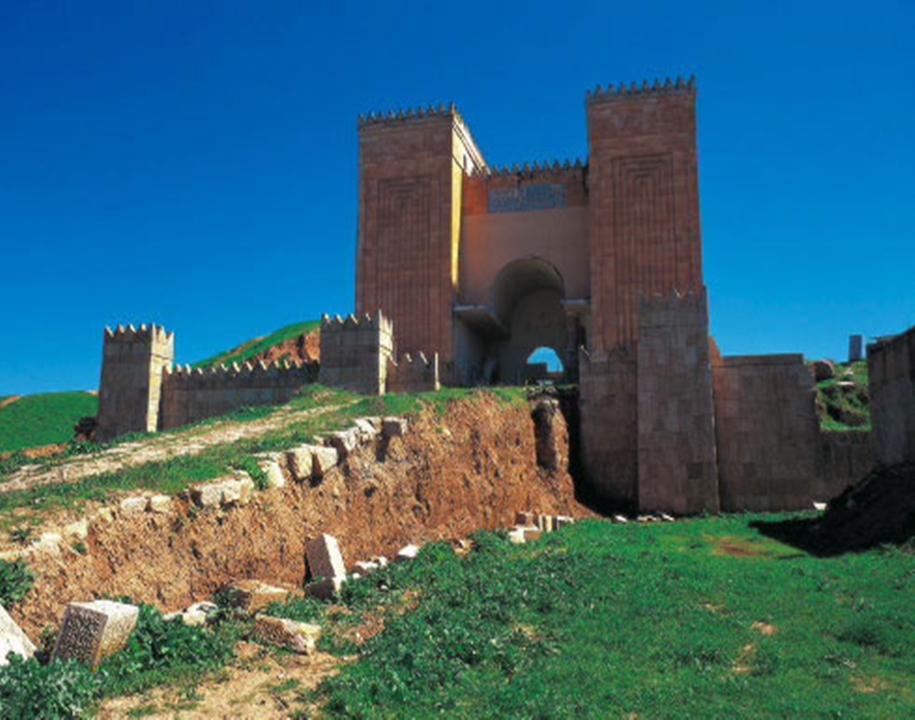 تصویر تخریب دیوار باستانی نینوی توسط داعش