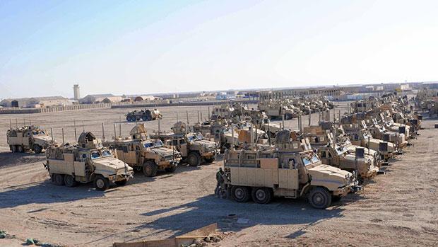 تصویر ارسال تدارکات نظامی به سامرا برای حمایت از حرمین عسکریین