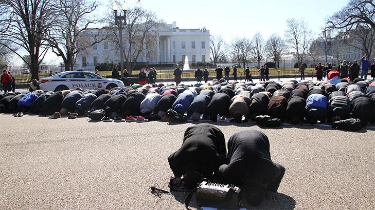 تصویر واکنش کاخ سفید به تجمع مسلمانان در برابر آن