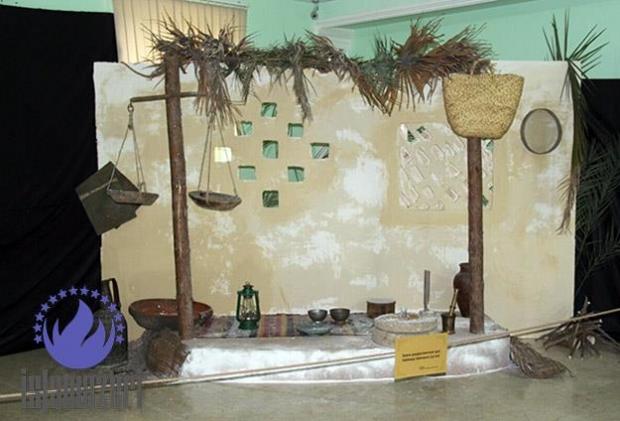 تصویر برپایی نمایشگاه آشنایی با سیره فاطمی در باکو