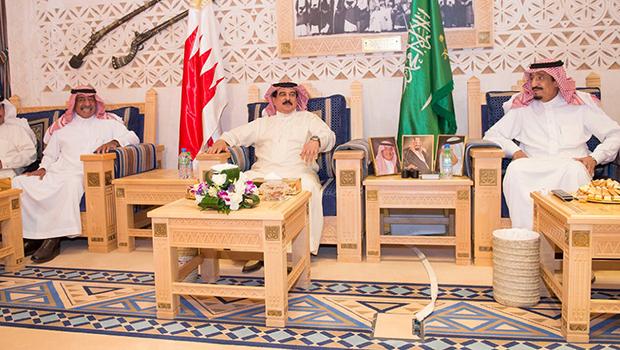 تصویر سفر پادشاه بحرین به ریاض و حمایت از کشتار در یمن