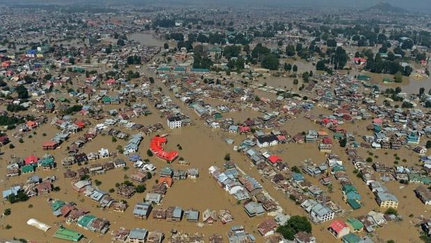 تصویر خسارات جانی و مالی ناشی از سیل و رانش زمین در کشمیر هند