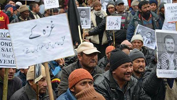 تصویر اعتراض علماى كراچي به حمایت نخست وزیر پاکستان از حمله عربستان به یمن