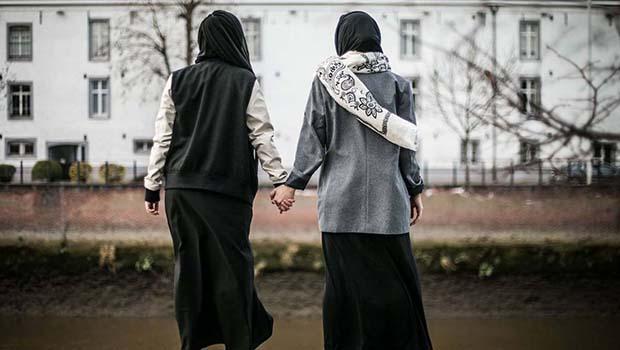تصویر اخطار به دانش آموزان مسلمان مدرسه ای در بلژیک برای پوشیدن لباسهای فرم