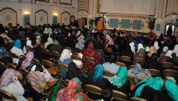 تصویر برگزاری همایشی با حضور معلمان ، اولیاء  و دانش آموزان مدارس اسلامی در انگلیس