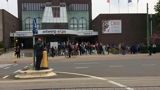 تصویر اعتراض اسلام ستیزان به برگزاری نمایشگاه کتب اسلامی در آنتورپن بلژیک