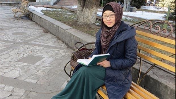 تصویر مخالفت وزیر آموزش و پرورش قرقیزستان، با حجاب دانش آموزان