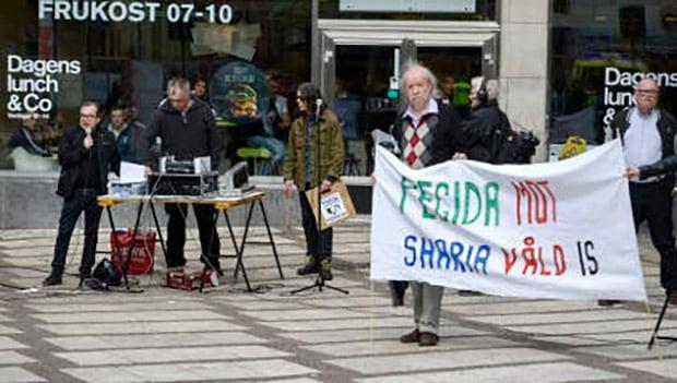 تصویر تظاهرات اسلام ستیزان شهر اوپسالای سوئد، و بی اعتنایی مردم