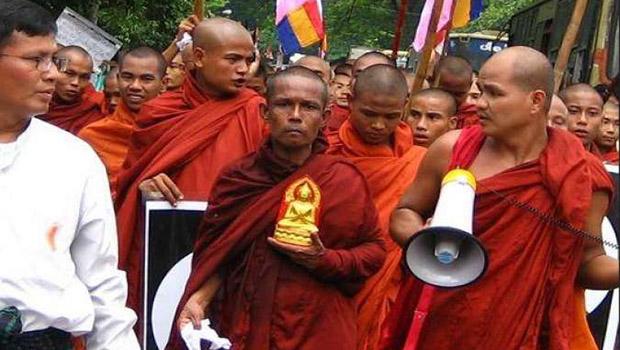 تصویر درخواست راهبان بودایی میانمار برای ممنوعیت حجاب دانش آموزان