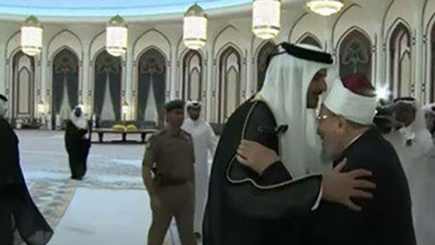 تصویر ميزبانى امير قطر از مفتى هاى وهابى حامى تروريسم