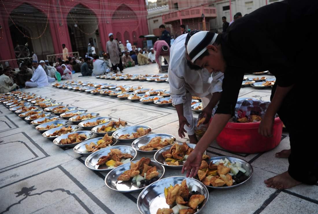 تصویر روزه گرفتن معلمان ولز به نشانه قدر دانى از خدمات مسلمانان