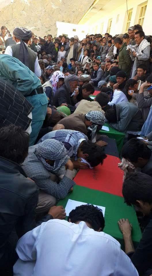 تصویر كشتار نيروهاى پليس شيعه افغانستان به دست حاميان طالبان