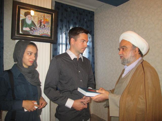 تصویر تشرف یک جوان سوئدی به دین اسلام، در ایران