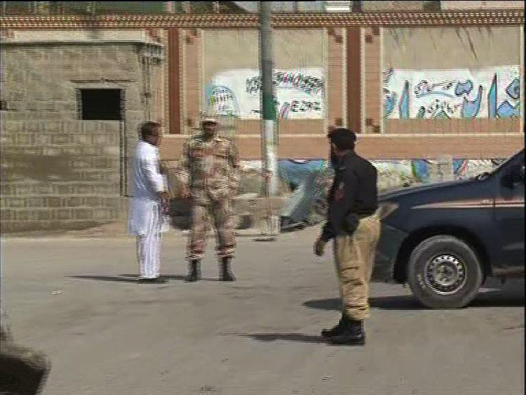تصویر کشف یک بمب مقابل مسجد شیعیان کراچی