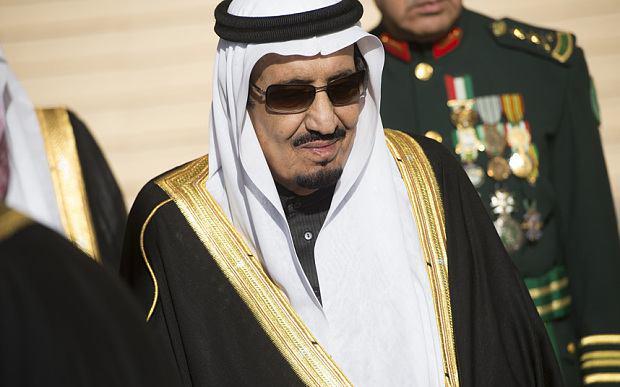 تصویر پادشاه عربستان برای گذراندن تعطیلات، با هیات 1000 نفری وارد فرانسه شد