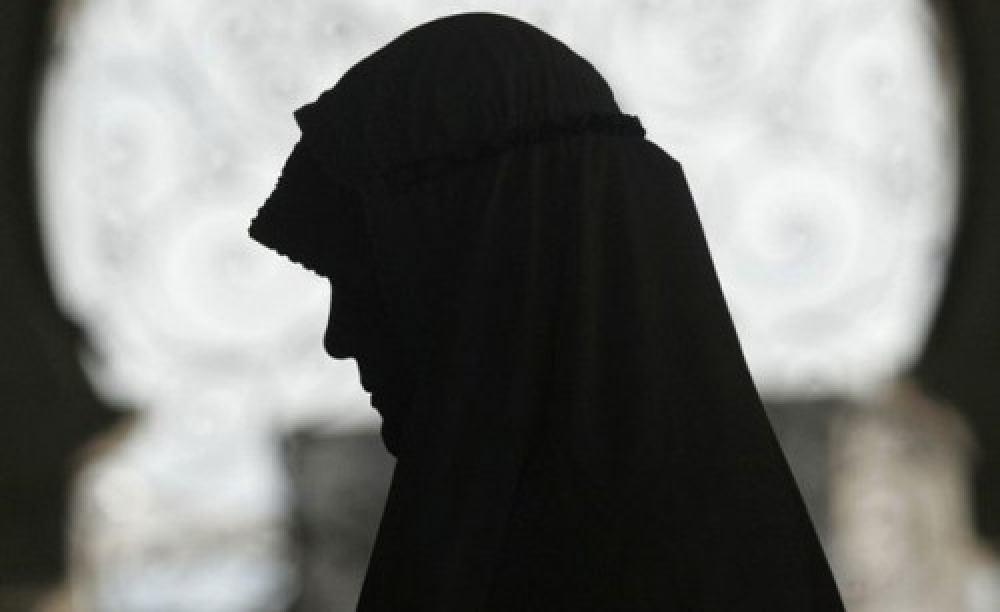تصویر ضرب و شتم دختر تازه مسلمان شده در هلند