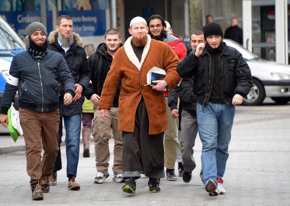 تصویر هشدار اتحادیه اسلامی «نیدرزاکسن» آلمان نسبت به خطر مبلغان داعش