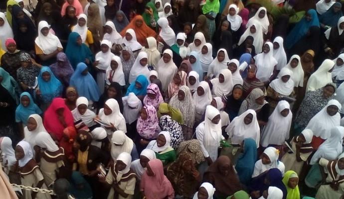 تصویر مخالفت بانوان مسلمان نیجریه با ممنوعیت حجاب