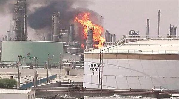 تصویر انفجار و آتش سوزی در پالایشگاه شعیبه کویت