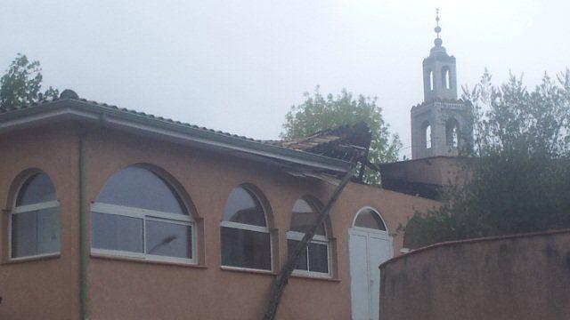تصویر مسجدی در فرانسه در آتش سوخت؛ دادستانی پاریس احتمال اقدام تروریستی را رد نمی کند