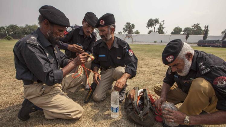تصویر حمله تروریستی در پیشاور پاکستان دفع شد*