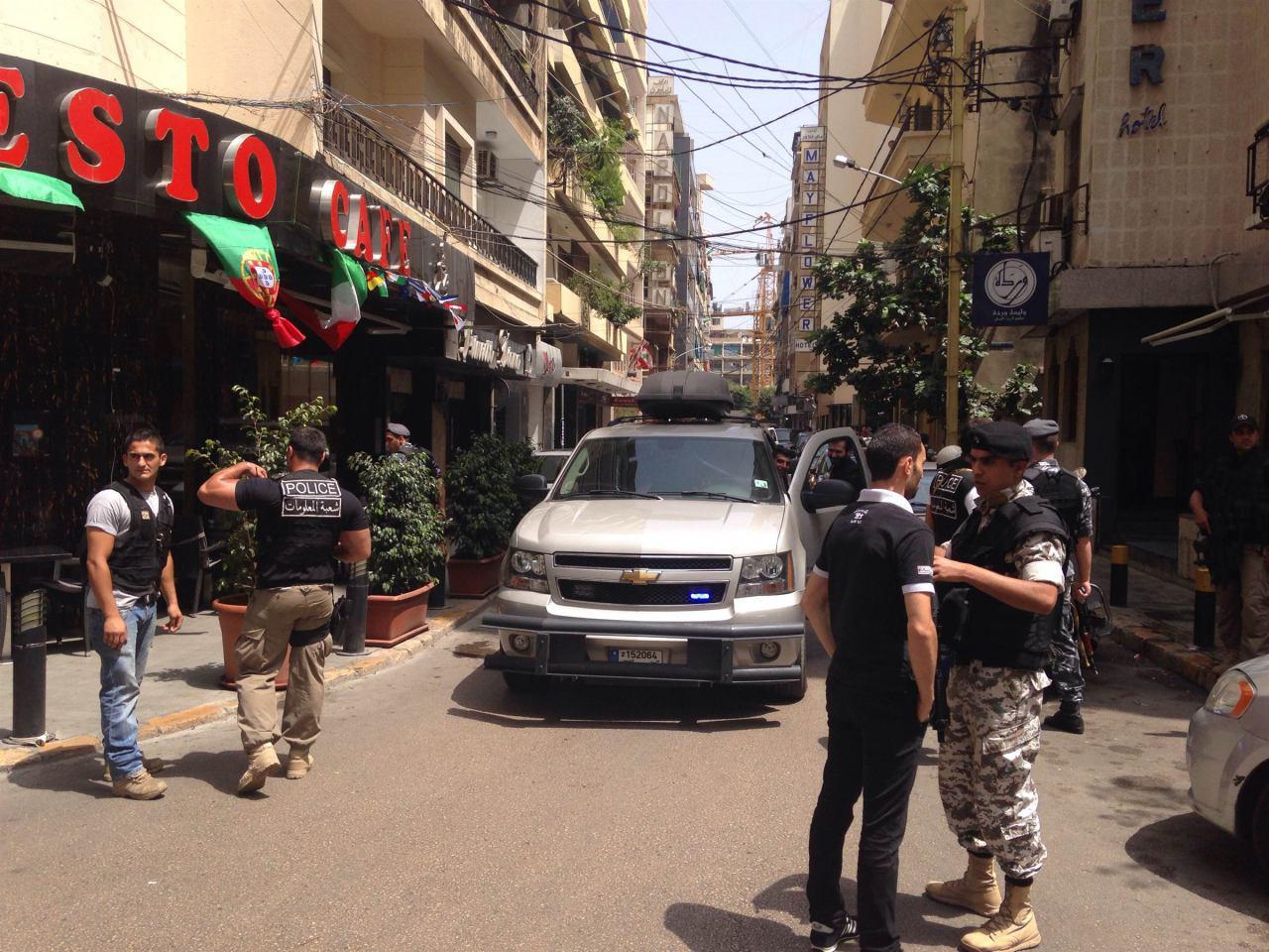 تصویر بازداشت یک عنصر برجسته «القاعده» در لبنان
