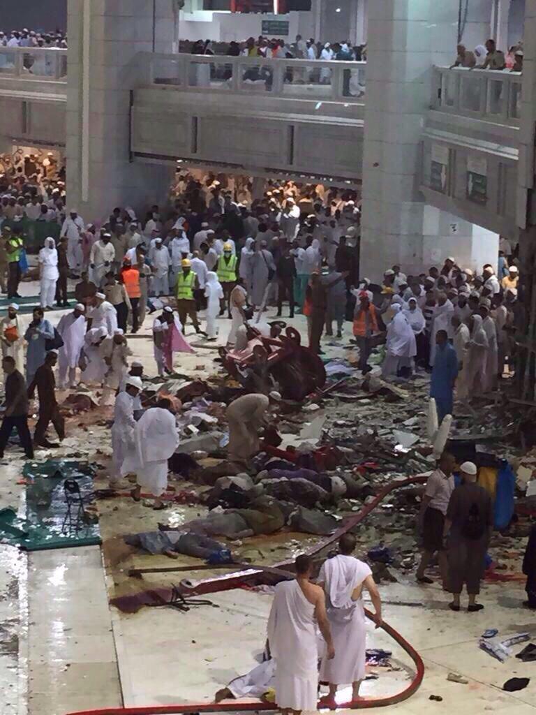 تصویر ده ها کشته و زخمی در اثر سقوط بالابر در مکه