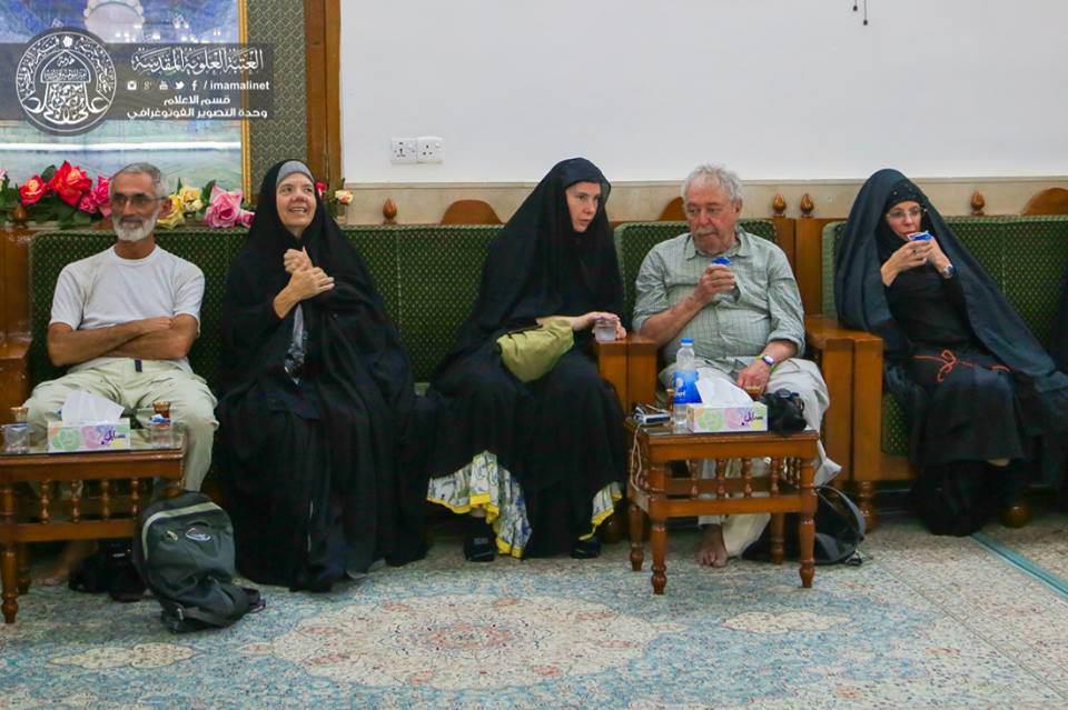 تصویر تشرف گروهي از زائران چند مليتي به مسجد معظم کوفه
