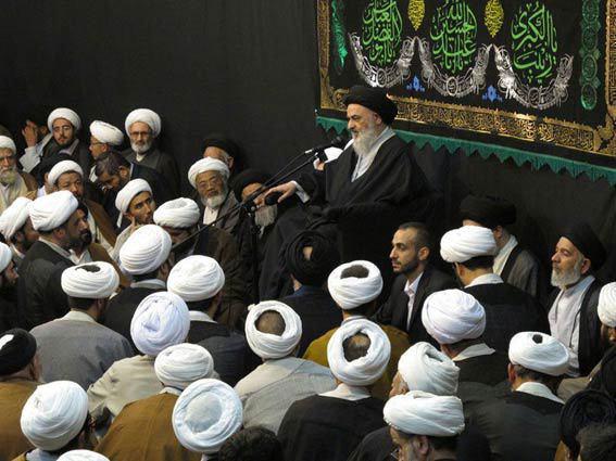 تصویر گردهمایی بزرگ مبلغان در بیت آیت الله العظمی شیرازی در آستانه ماه محرم