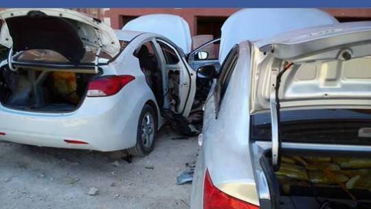 تصویر کشف دو خودروی بمب گذاری شده داعش، در استان «حمص» سوریه