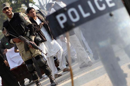 تصویر بازداشت ۲۵ تروریست ، در اسلام آباد پاکستان