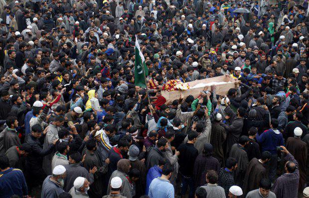 تصویر افزایش اعتراضات به کشته شدن جوان مسلمان به دست هندو ها، در کشمیر