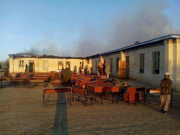تصویر به آتش کشیده شدن یک مدرسه دخترانه ی دیگر در افغانستان، به دست طالبان