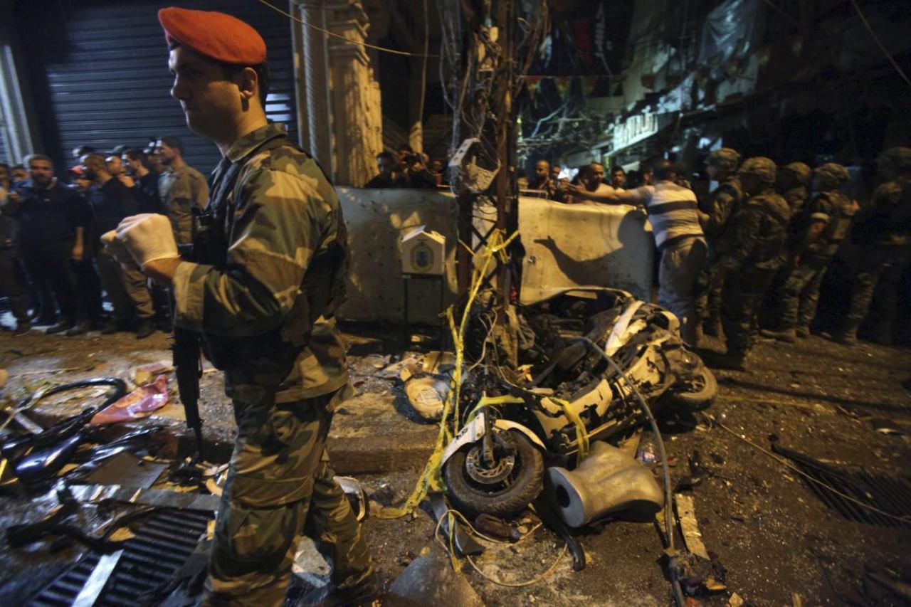 تصویر وقوع دو انفجار تروريستى در جنوب پايتخت لبنان