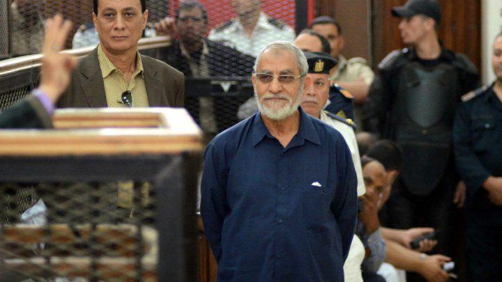تصویر لغو حکم اعدام و حبس رهبران اخوان المسلمین در دادگاه تجدیدنظر مصر