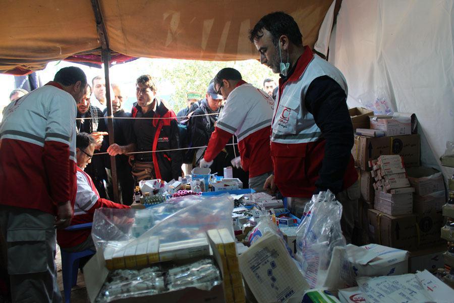 تصویر گزارش تصویری ـ کمکهای دارویی به زائران پیاده اربعین حسینی