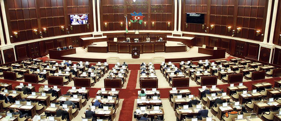 تصویر ممنوعیت نصب پرچمهای حسینی در جمهوری آذربایجان