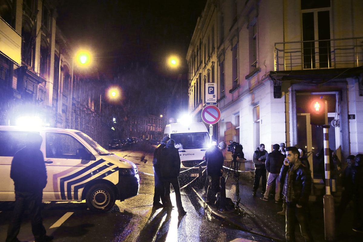 تصویر بازداشت 10 سنى تند رو در بلژیک، در طى عملیات ضد تروریسم