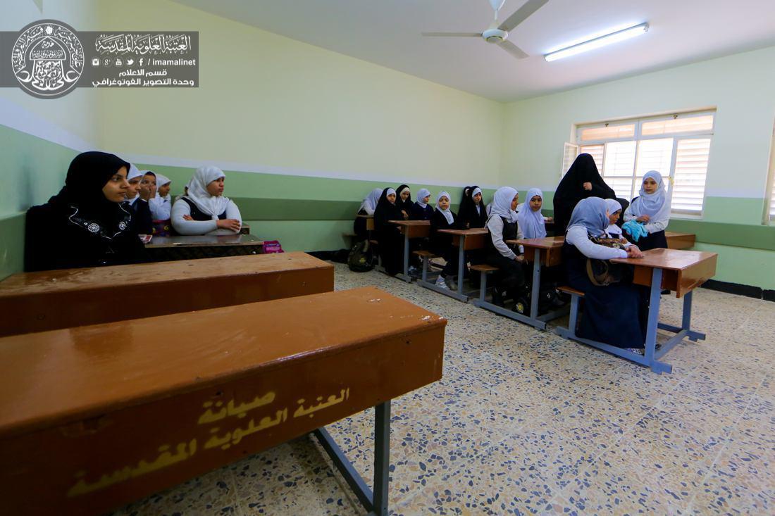 تصویر امداد رسانى به مدارس ویژه پناهندگان و جنگ زدگان، از سوی آستان قدس علوی