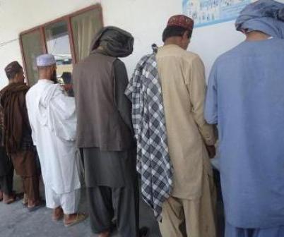 تصویر بازداشت ۸ عضو گروه تروریستی داعش، در پاکستان